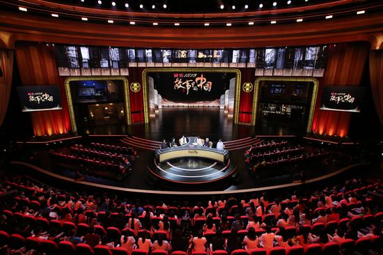 """节目首创""""1+N""""多舞台空间,进行多线并行的立体叙事,为观众带来了强烈的沉浸体验"""